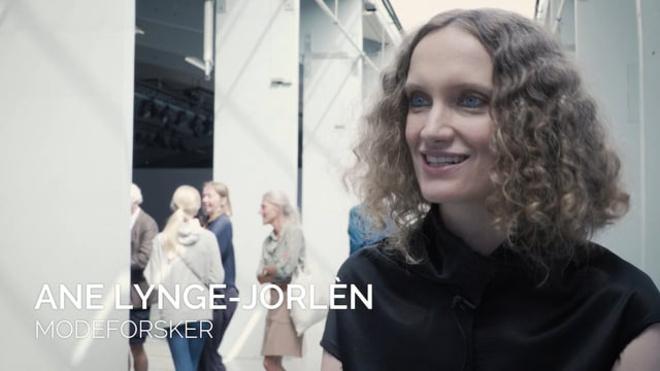 Modeforsker Ane Lynge-Jorlén udtaler sig om KADK's Future of Fashion-show 2017