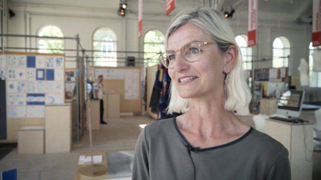 Udviklingsminister Ulla Tørnæs besøger KADK's afgangsudstilling Sommer 2017